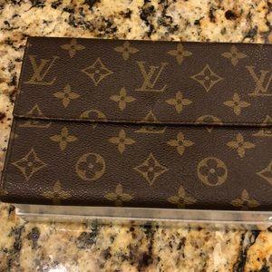 Louis Vuitton clutch reposh no offers!! 7.5x5x0.5